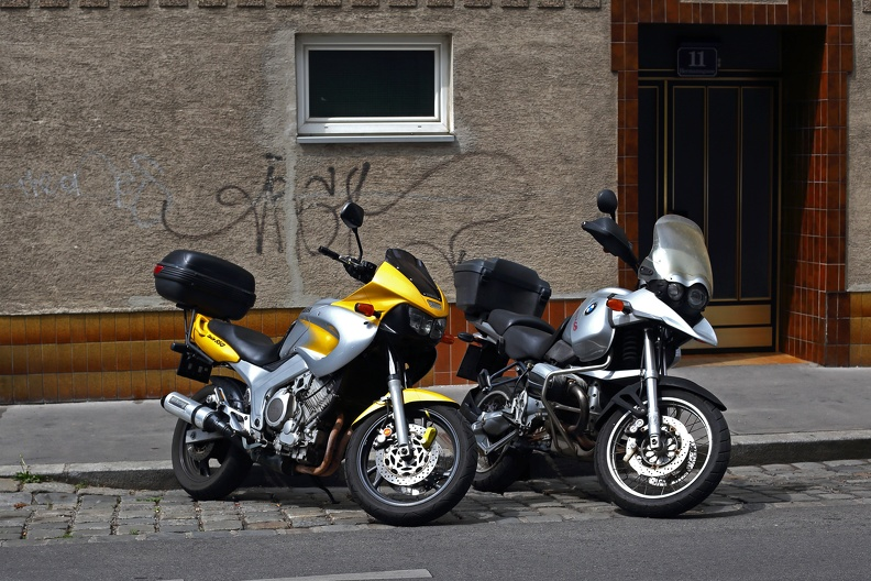 yamaha_twin850_bmw_1200gs_1420.jpg